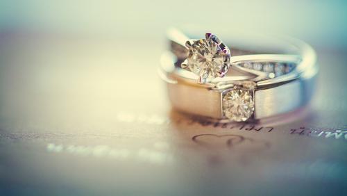 כל הטעויות שאסור לעשות כאשר רוכשים טבעת אירוסין