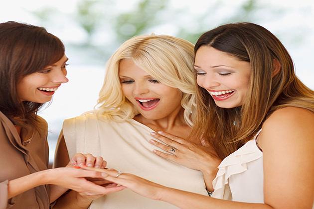 איך לקנות את טבעת האירוסין המושלמת ב 9 צעדים