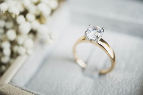 לא רק טבעת אירוסין: תכשיטים נוספים לקראת אירוע החתונה