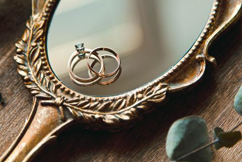 הרבה מעבר לחלום: מדוע יהלום הינו חובה על טבעת האירוסין?