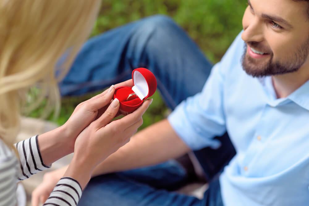 כמה זמן מראש נערכים לקניית הטבעת?