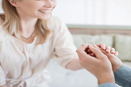 שאלות נפוצות לפני רכישת טבעת אירוסין