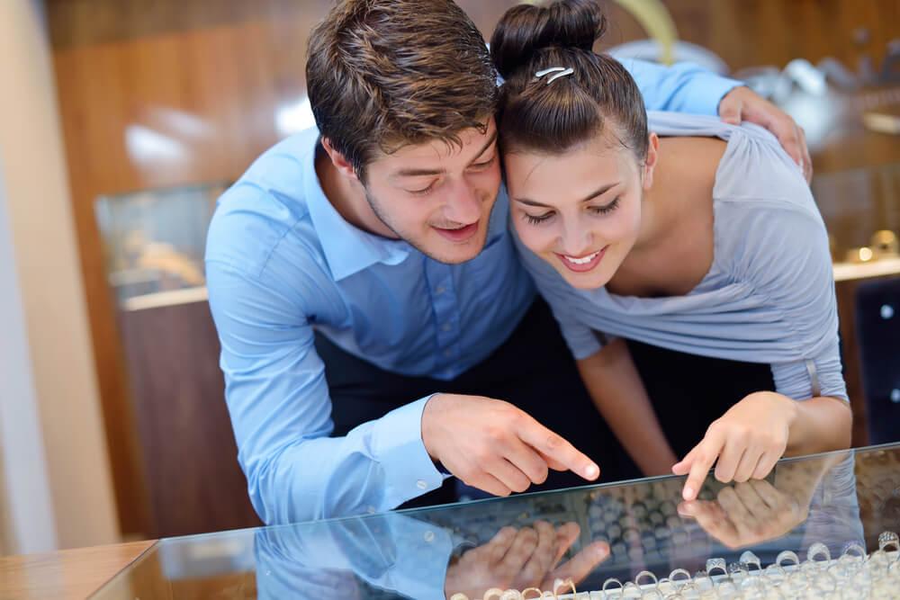 האם כדאי לרכוש את הטבעת לאחר הצעת הנישואין