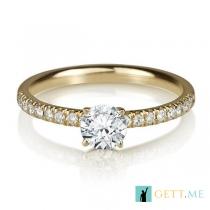 טבעת אירוסין עם יהלומי צד